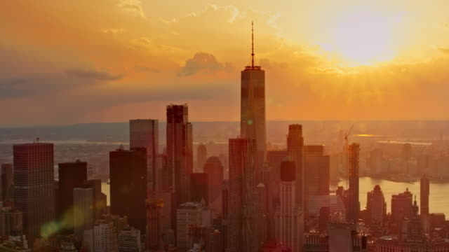 aerial lower manhattan at sunset - inquadratura da un aereo video stock e b–roll