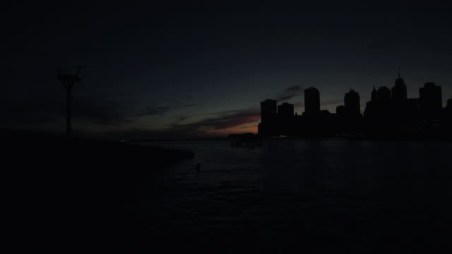 stockvideo's en b-roll-footage met lower manhattan silhouette dusk - stroomuitval