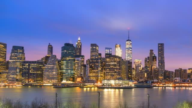 vídeos de stock, filmes e b-roll de lower manhattan skyline, new york city, sunrise time lapse - time lapse da noite para o dia