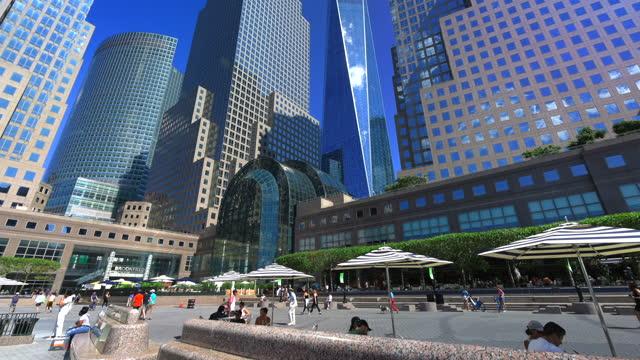 vídeos de stock e filmes b-roll de lower manhattan skyscraper view from world financial center - 2001