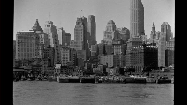 vídeos y material grabado en eventos de stock de lower manhattan waterfront, battery park and ferry terminals, seen from offshore. lower manhattan waterfront on january 01, 1930 in new york city,... - 1930