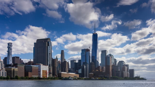 vídeos de stock e filmes b-roll de lower manhattan waterfront by day - time lapse - world trade center manhattan