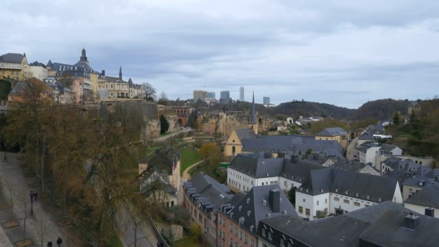 lower town grund, seen from chemin de la corniche, luxembourg city, grand duchy of luxembourg, europe - luxembourg benelux stock videos & royalty-free footage