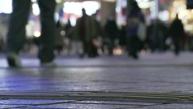 low-position, shibuya at night, tokyo, japan - walkable city stock videos & royalty-free footage