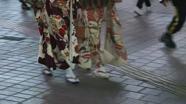low-position, women in kimono in shibuya at night, tokyo, japan - walkable city stock videos & royalty-free footage