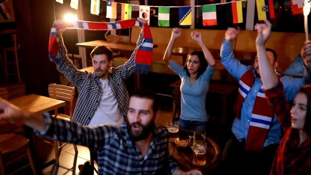 Trouwe fans in pub