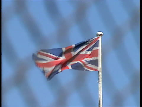 vídeos y material grabado en eventos de stock de 17 0549 gvs short's factory union jack flying security men sign 'research department' people working seen thru windows coil of barbed wire factory... - regimiento