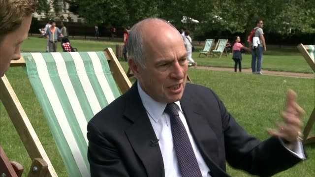 loyd grossman named new president of royal parks; england: london: green park: ext loyd grossman interview sot/ cutaways people sunbathing and... - loyd grossman stock videos & royalty-free footage