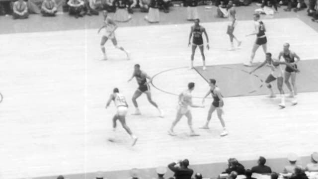 vídeos de stock e filmes b-roll de loyola ramblers play cincinnati bearcats for ncaa title / cincinnati misses a shot and loyola takes possession / loyola scores / score board reads 54... - 1963