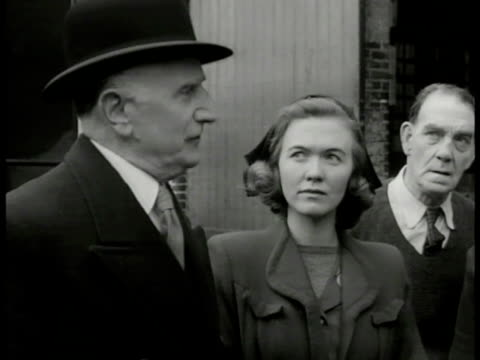 dramatization witnesses ws 'lt roberts' and 'inspector finch' w/ english policemen approaching witnesses in courtyard vs witnesses telling 'finch'... - 1949 stock videos and b-roll footage