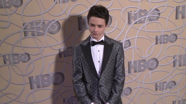vídeos de stock e filmes b-roll de lucas jade zumann at hbo's official 2017 golden globe awards after party - arrival at the beverly hilton hotel on january 08, 2017 in beverly hills,... - the beverly hilton hotel