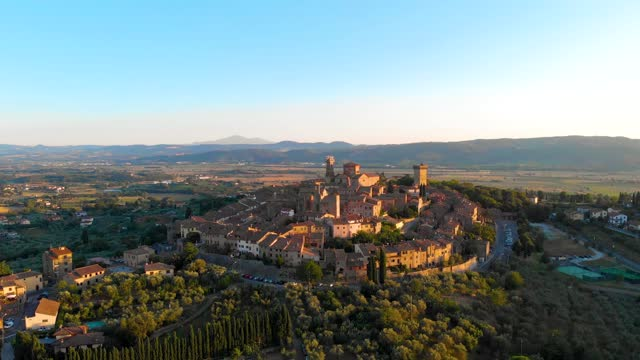 vidéos et rushes de ville médiévale de fort de lucignano en toscane - village