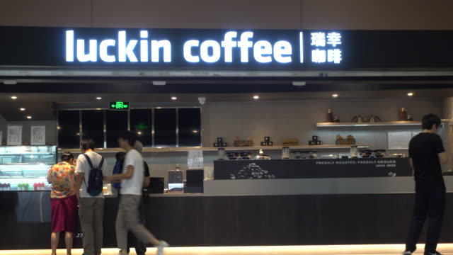 luckin coffee store in beijing daxing international airport. on the evening of may 17, lucking coffee officially listed on nasdaq, breaking the... - chain store stock videos & royalty-free footage
