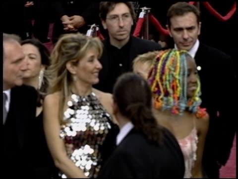 vidéos et rushes de lucrecia at the 2004 academy awards arrivals at the kodak theatre in hollywood, california on february 29, 2004. - 76e cérémonie des oscars