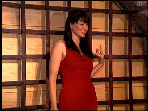 lucy lawless at the natpe convention on january 20 1998 - natpe convention bildbanksvideor och videomaterial från bakom kulisserna