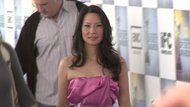lucy liu at the film independent's 2009 spirit awards arrivals part 2 at los angeles ca. - lucy liu stock videos & royalty-free footage