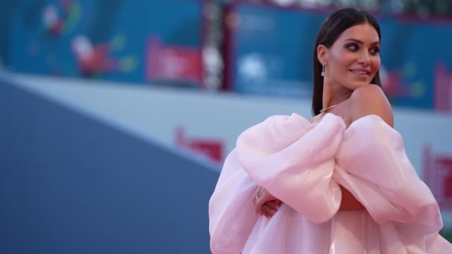 ludovica valli arrives on the red carpet ahead of the 'the world to come' screening during the 77th venice film festival on september 06, 2020 in... - べネチア国際映画祭点の映像素材/bロール