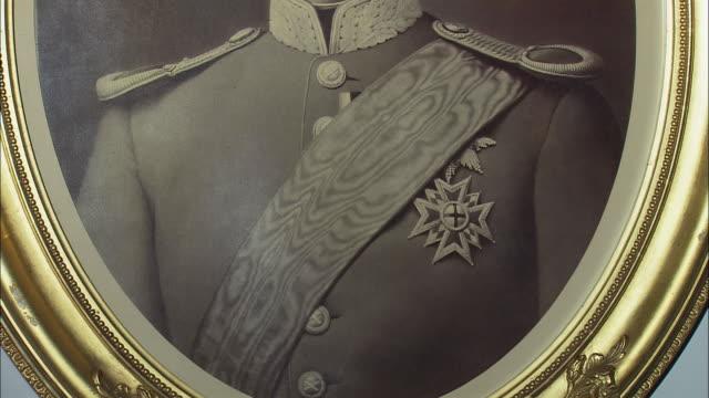 stockvideo's en b-roll-footage met cu tu ludwig ii of bavaria portrait in hohenschwangau castle, bavaria, germany - koning koninklijk persoon