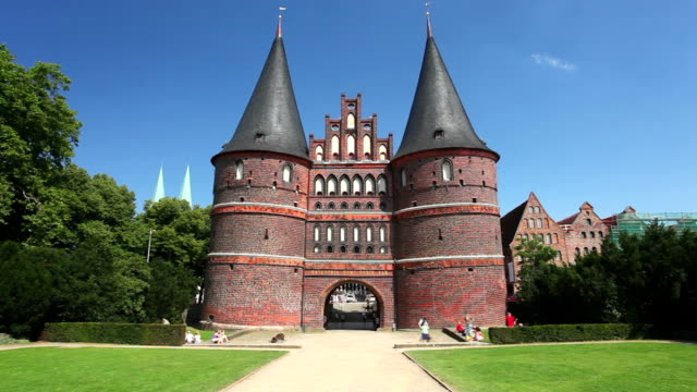lübeck holsten gate - lübeck stock-videos und b-roll-filmmaterial