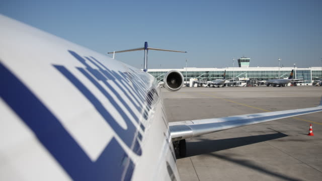 stockvideo's en b-roll-footage met lufthansa aircraft can be seen on the ground at the airport munich, ready to take off. many flights are cancelled since many states make entry... - münchen vliegveld