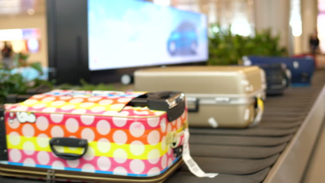 luggage belt in arrivals hall at the airport - bagaglio video stock e b–roll