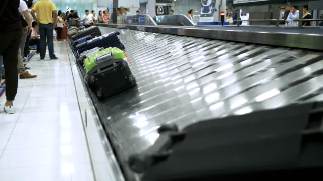 4K : Luggage carousel in the airport