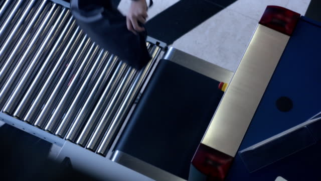 Luggage screening on location x-ray device