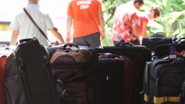 stockvideo's en b-roll-footage met luggage - franse overzeese gebieden