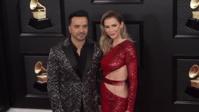 luis fonsi and águeda lópez at the 62nd annual grammy awards - arrivals at staples center on january 26, 2020 in los angeles, california. - アゲダ・ロペス点の映像素材/bロール