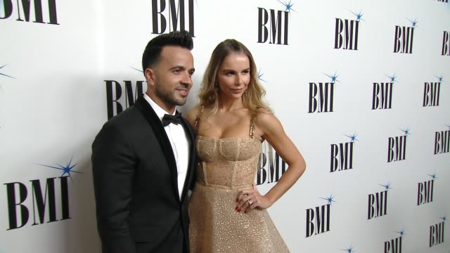vidéos et rushes de clean luis fonsi and residente honored at the 25th annual bmi latin awards at the beverly wilshire four seasons hotel on march 20 2018 in beverly... - respect