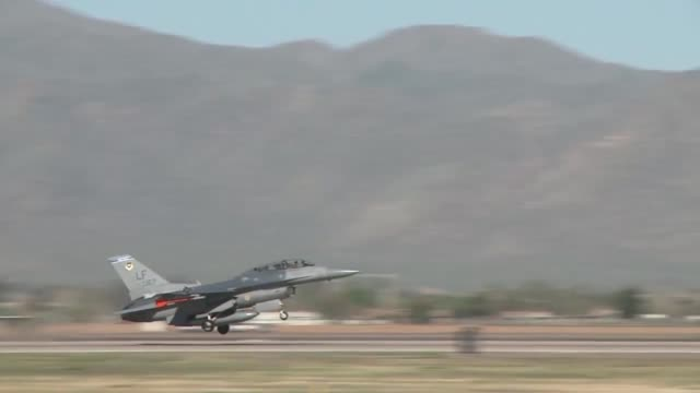 luke afb arizona reaches 1000 f16 fighting falcon aircraft flying hour - general dynamics f 16 falcon stock videos & royalty-free footage