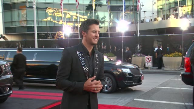 vídeos de stock e filmes b-roll de luke bryan at 2013 american music awards powered by dodge in los angeles ca on - american music awards