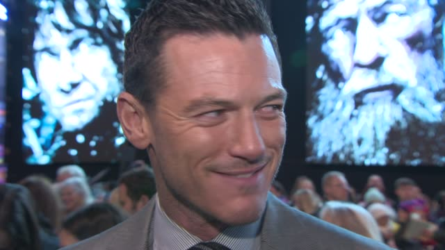 interview luke evans on being at the premiere the franchise coming to a close meeting the fans at 'the hobbit the battle of the five armies' world... - franchising stock-videos und b-roll-filmmaterial
