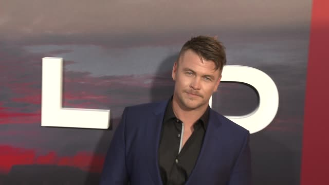 vídeos y material grabado en eventos de stock de luke hemsworth at the westworld season 2 premiere at arclight cinerama dome on april 16 2018 in hollywood california - cinerama dome hollywood