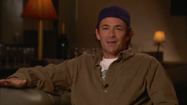 vidéos et rushes de luke perry talks about his onset injury - pincer