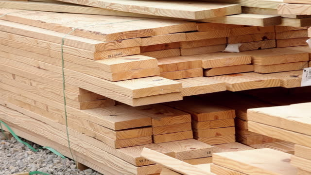 ms pan lumber stacked on construction site / richmond, virginia, usa - bauholz stock-videos und b-roll-filmmaterial