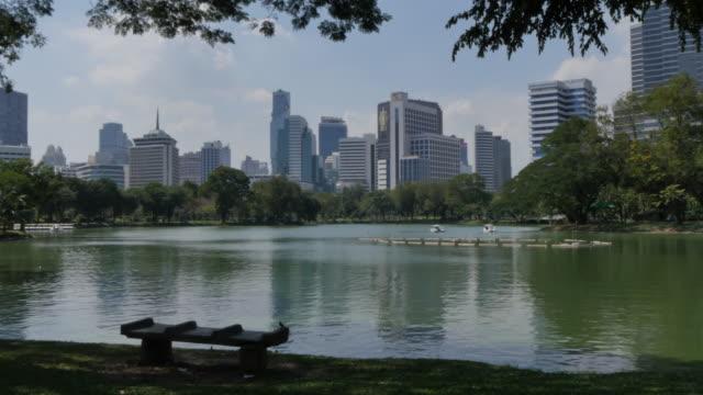 stockvideo's en b-roll-footage met lumpini park, bangkok, thailand, southeast asia, asia - waterfiets