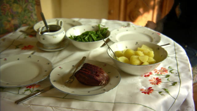 lunch time - roast beef stock videos & royalty-free footage