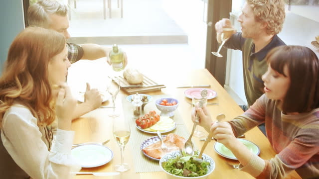 Mittagessen mit Freunden