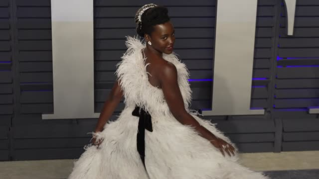 vidéos et rushes de lupita nyong'o at 2019 vanity fair oscar party hosted by radhika jones at wallis annenberg center for the performing arts on february 24, 2019 in... - oscar party