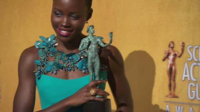 stockvideo's en b-roll-footage met lupita nyong'o at 20th annual screen actors guild awards press room at the shrine auditorium on in los angeles california - screen actors guild