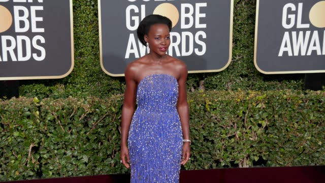 lupita nyong'o at 76th annual golden globe awards arrivals in los angeles ca 1/6/19 4k footage - golden globe awards stock videos & royalty-free footage