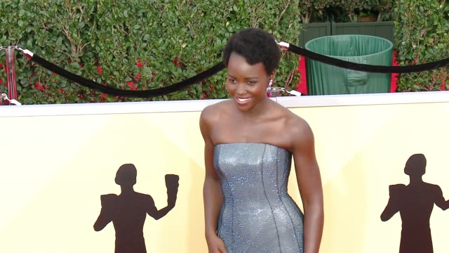 vídeos de stock, filmes e b-roll de lupita nyong'o at the 24th annual screen actors guild awards at the shrine auditorium on january 21 2018 in los angeles california - screen actors guild