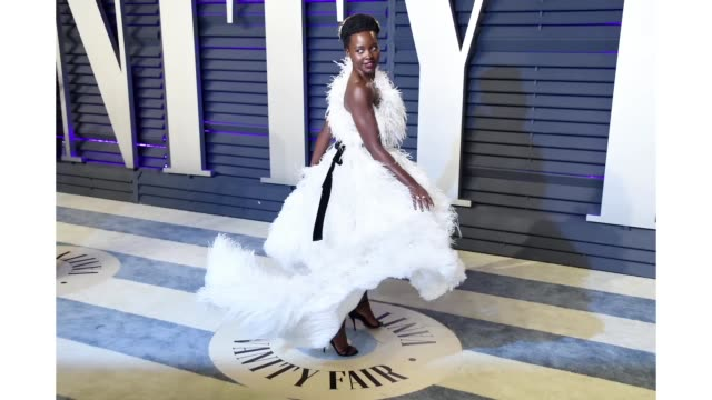 lupita nyong'o attends the 2019 vanity fair oscar party hosted by radhika jones at wallis annenberg center for the performing arts on february 24,... - vanity fair oscar party video stock e b–roll