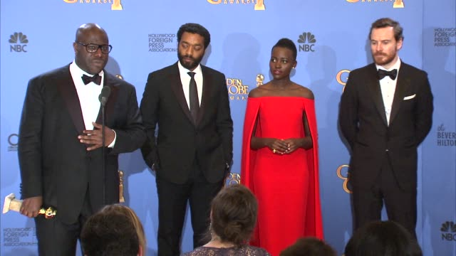 lupita nyong'o, chiwetel ejiofor, steve mcqueen, sarah paulson and michael fassbender at the 71st annual golden globe awards - press room at the... - steve o stock videos & royalty-free footage