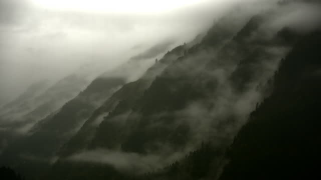 luscious green farming valley in manali - valley stock videos & royalty-free footage