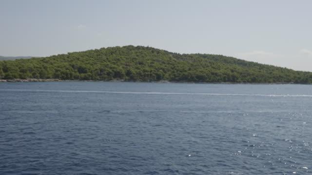 vídeos y material grabado en eventos de stock de lush coastline in hvar, croatia - cultura croata