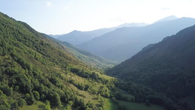 lush mountains in spain countryside, aerial - kulle bildbanksvideor och videomaterial från bakom kulisserna