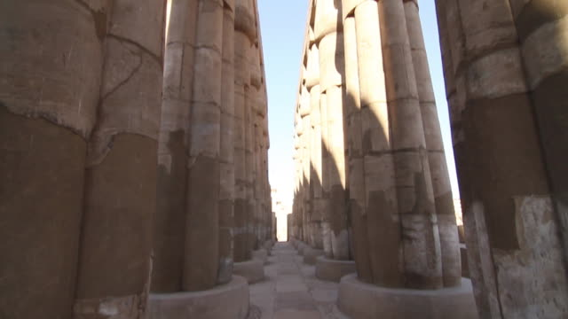 Luxor Temple, tilt up
