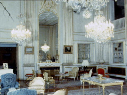 vidéos et rushes de luxurious interior of marble palace abandoned by shah mohammed reza pahlavi of iran tehran 1979 - 1979